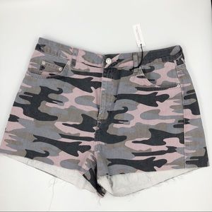 TOPSHOP Pink Camouflage High Waisted Mom shorts